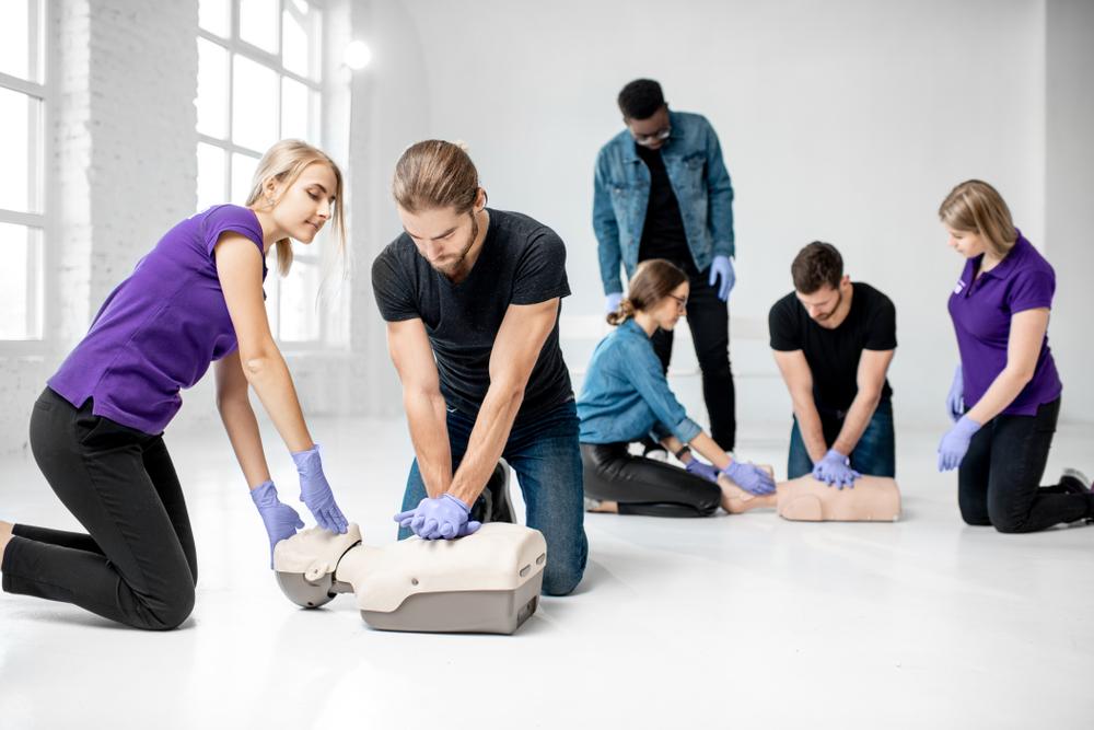 les salariés aprennent les gestes de premiers secours